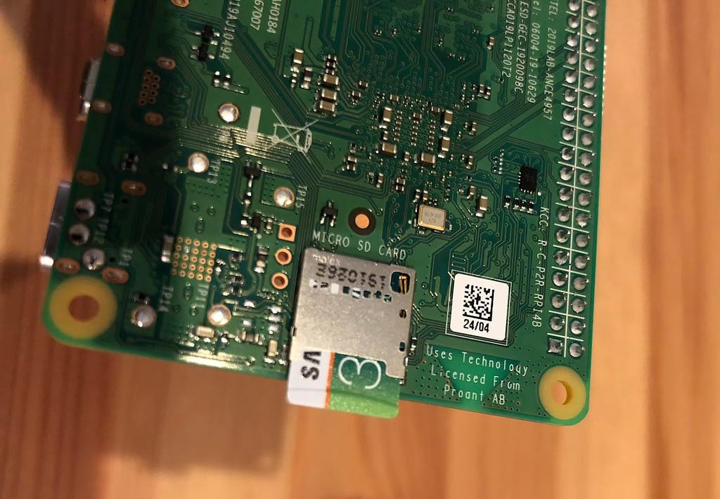Raspberry Pi microSD slot
